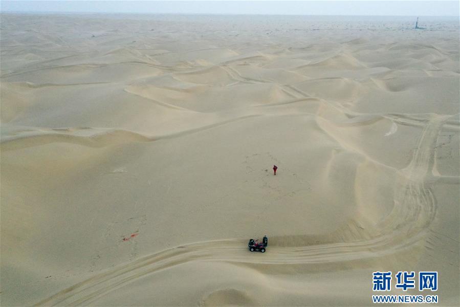(新春走基層·圖文互動)(1)大漠中,一頂帳篷守歲五年