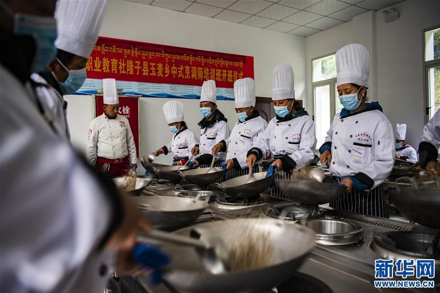 (新华全媒头条·走向我们的小康生活·图文互动)(2)扎西德勒,我们的新家园——西藏易地扶贫搬迁搬出幸福美好新生活