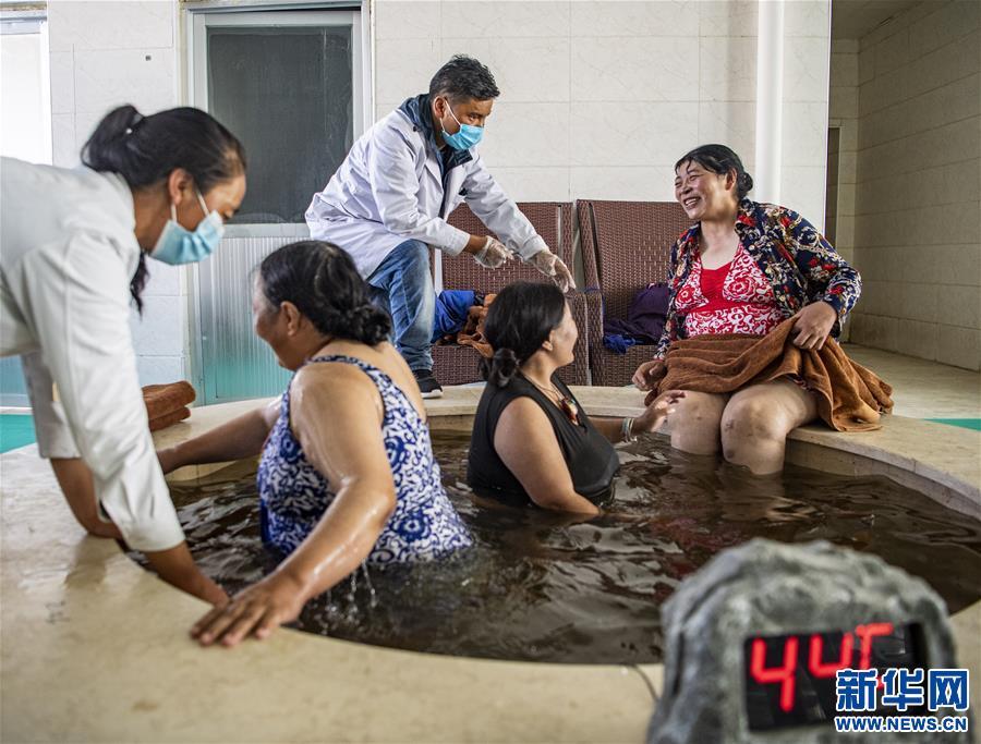 (新华全媒头条·走向我们的小康生活·图文互动)(10)扎西德勒,我们的新家园——西藏易地扶贫搬迁搬出幸福美好新生活