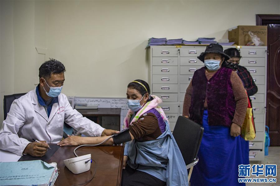 (新华全媒头条·走向我们的小康生活·图文互动)(6)扎西德勒,我们的新家园——西藏易地扶贫搬迁搬出幸福美好新生活