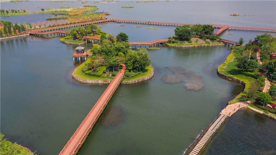 云南石屏县异龙湖风景区旅游基础设施建设见成效